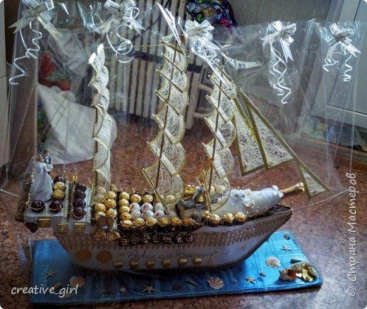 Представляю вашему вниманию свадебный корабль из конфет. Получился метровым в длину (как просил заказчик) и 80 см в высоту.  фото 9