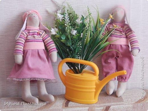Парочка пасхальных кроликов в нежно-розовых тонах фото 2