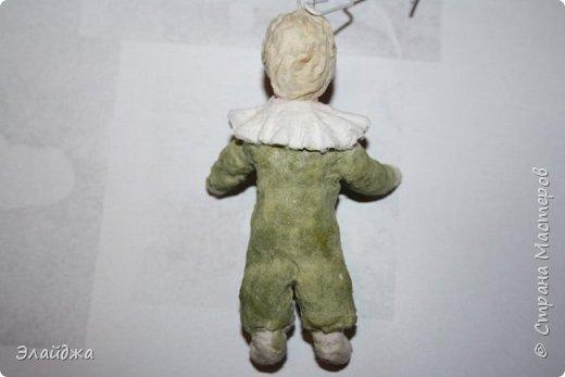 Будем елку украшать! В детском саду мы сами делали флажки на елку.И даже подавали игрушки для взрослых, чтоб они нарядили  елочку! Сколько радости было! Как  в сказке...Эх детство, детство фото 5