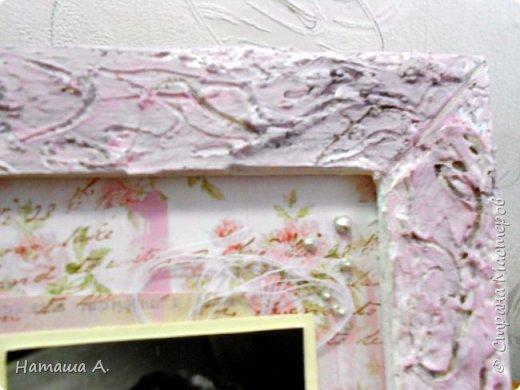 Снова рамка из пивного картона со шпатлевкой. Красила в несколько слоев черным, белым, розовым акрилом. Штампинг, рваная подложка, тонировка розовым акрилом фона, надпись, для объема нитки, акриловый контур, цветы, фото 2