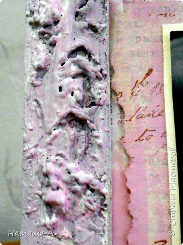Снова рамка из пивного картона со шпатлевкой. Красила в несколько слоев черным, белым, розовым акрилом. Штампинг, рваная подложка, тонировка розовым акрилом фона, надпись, для объема нитки, акриловый контур, цветы, фото 3