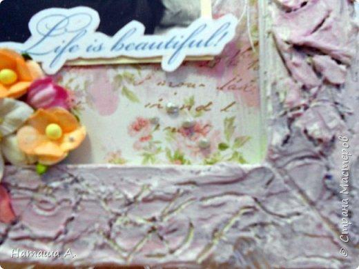 Снова рамка из пивного картона со шпатлевкой. Красила в несколько слоев черным, белым, розовым акрилом. Штампинг, рваная подложка, тонировка розовым акрилом фона, надпись, для объема нитки, акриловый контур, цветы, фото 4