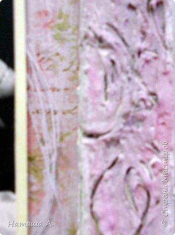 Снова рамка из пивного картона со шпатлевкой. Красила в несколько слоев черным, белым, розовым акрилом. Штампинг, рваная подложка, тонировка розовым акрилом фона, надпись, для объема нитки, акриловый контур, цветы, фото 6