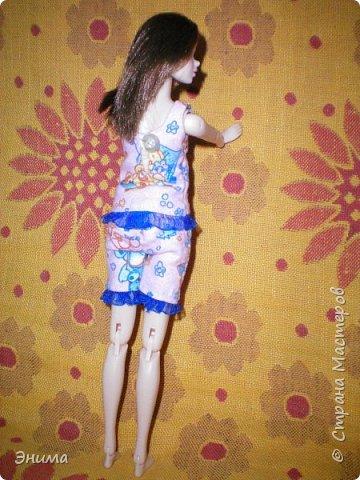 Привет всем! Я с новенькой. Назвали Китти. Очень милая девочка с человеческими пропорциями, поэтому шить на неё одно удовольствие. Из детского флиса сшила Китти такую пижамку. фото 2