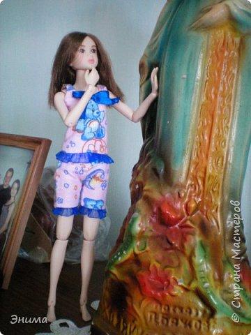 Привет всем! Я с новенькой. Назвали Китти. Очень милая девочка с человеческими пропорциями, поэтому шить на неё одно удовольствие. Из детского флиса сшила Китти такую пижамку. фото 9