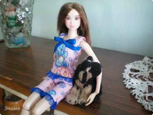 Привет всем! Я с новенькой. Назвали Китти. Очень милая девочка с человеческими пропорциями, поэтому шить на неё одно удовольствие. Из детского флиса сшила Китти такую пижамку. фото 10