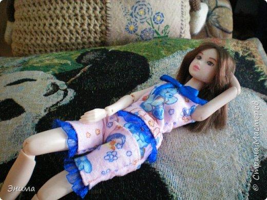 Привет всем! Я с новенькой. Назвали Китти. Очень милая девочка с человеческими пропорциями, поэтому шить на неё одно удовольствие. Из детского флиса сшила Китти такую пижамку. фото 16