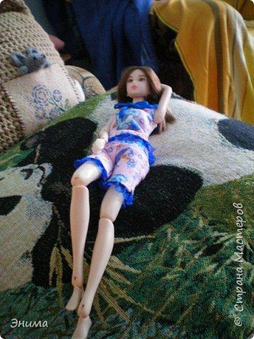 Привет всем! Я с новенькой. Назвали Китти. Очень милая девочка с человеческими пропорциями, поэтому шить на неё одно удовольствие. Из детского флиса сшила Китти такую пижамку. фото 17