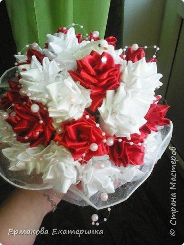 35 роз из атласной ленты (2,5 см) фото 3