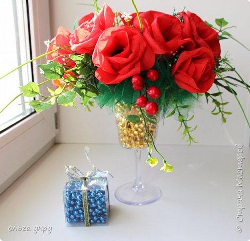 """розы на бокале (внутри конфеты """"Марсианка"""" 13 штук) фото 1"""
