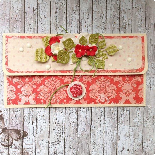 """В последнее время полюбила Fleur Базовую шебби-шик:), но тут кусочки еще из коллекции """"наша свадьба"""", лист """"в саду"""" Вот пара конвертов из неё, красный и сиреневый. фото 1"""