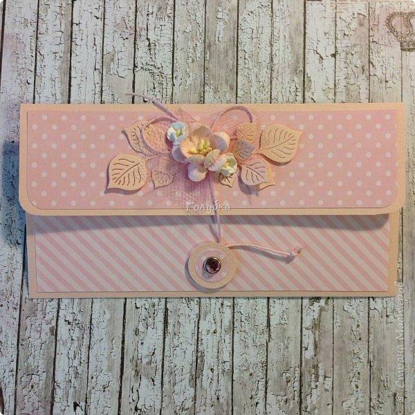 """В последнее время полюбила Fleur Базовую шебби-шик:), но тут кусочки еще из коллекции """"наша свадьба"""", лист """"в саду"""" Вот пара конвертов из неё, красный и сиреневый. фото 6"""