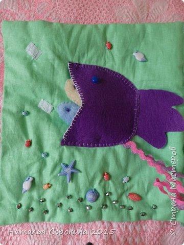 Моя ученица  сделала своими руками подарок для своей младшей сестрички, которой скоро исполнится 1 годик. Мягкая книжка в которой пока только 6 страничек. Но мы планируем добавить еще. фото 3