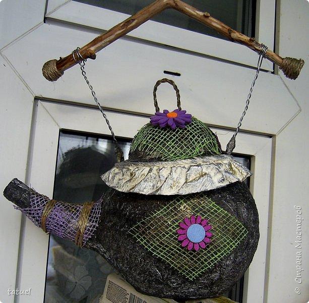 Всем привет! Этот чайник сделан на базе воздушного шарика.  Украшен сеткой от цветов и готовым декором.   Ручку сделала из ветки дерева.   Больше про него ничего не скажу- просто смотрите.  фото 4
