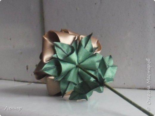 Добрый день, Страна. Выкладываю на ваш суд МК такой розы. Сама я такую розу первый раз увидела у Олеси Иноземцевой в Одноклассниках ( только у неё была просто заколка, не на ножке). фото 32