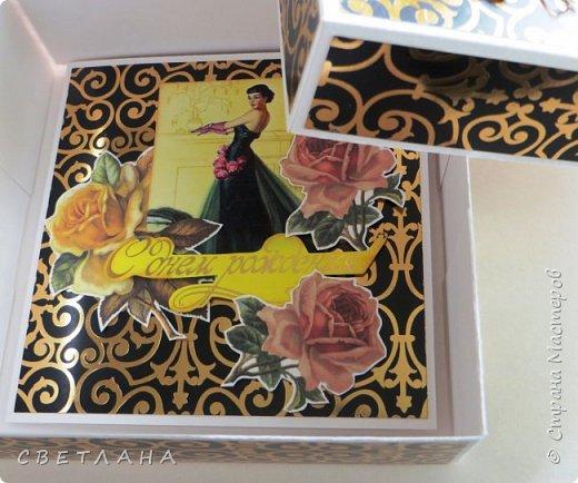 Еще одна коробочка с открыткой ...  Бумага  с  золотистыми вензелями, очень нарядная, но на фото это не видно фото 3
