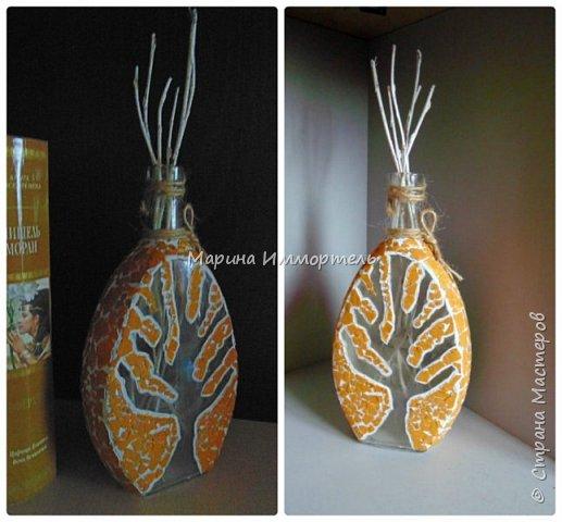 декорированная бутылка яичной скорлупой,и окрашенные веточки ивы