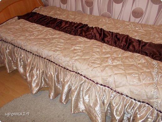 Купила портьерную ткань на новые занавески . Остался при крое вполне приличный кусок( светлая ткань). Решила сшить покрывало  на односпальную кровать.  фото 1