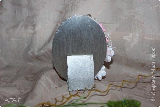 Здравствуйте мастера! Представляю свою очередную поделку- на этот раз фото рамка, основой которой послужила крышечка от творожного сыра. С помощью красок, бумаги и бусин получилась вот такая красота.  Делала я её по МК с сайта   Ярмарка Мастеров. фото 7