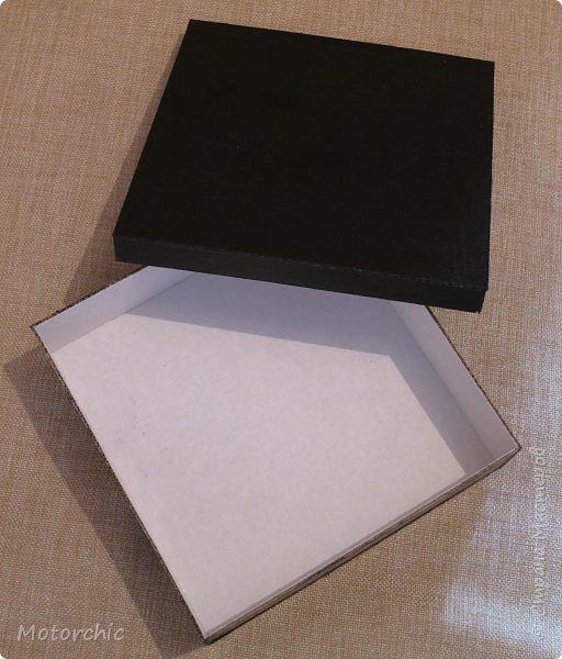 """На День Рождения подруги-рукодельницы решила ей подарить коробочку/шкатулку/сокровищницу для ее сокровищ (рукодельных или нет, - решать уже ей самой,в любом случае, для женщины шкатулка никогда лишней не будет). Разумеется, не пустую, я ее наполнила различными рукодельными """"сокровищами"""" =) фото 4"""