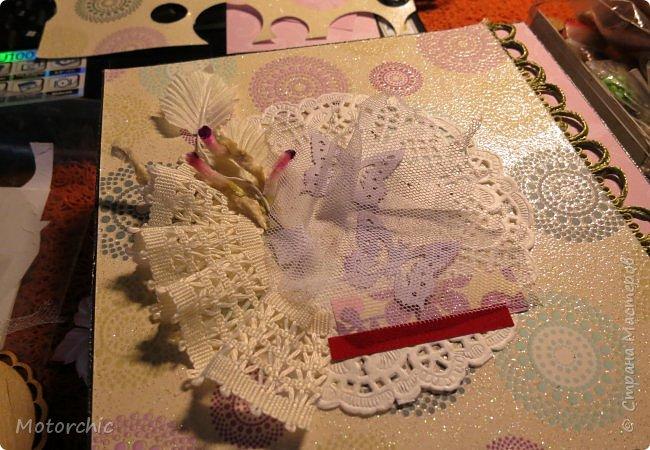 """На День Рождения подруги-рукодельницы решила ей подарить коробочку/шкатулку/сокровищницу для ее сокровищ (рукодельных или нет, - решать уже ей самой,в любом случае, для женщины шкатулка никогда лишней не будет). Разумеется, не пустую, я ее наполнила различными рукодельными """"сокровищами"""" =) фото 8"""