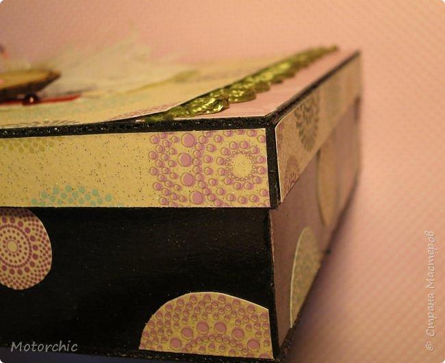 """На День Рождения подруги-рукодельницы решила ей подарить коробочку/шкатулку/сокровищницу для ее сокровищ (рукодельных или нет, - решать уже ей самой,в любом случае, для женщины шкатулка никогда лишней не будет). Разумеется, не пустую, я ее наполнила различными рукодельными """"сокровищами"""" =) фото 12"""