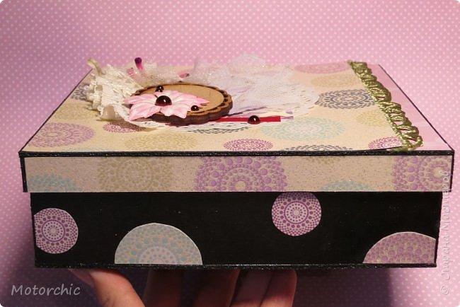 """На День Рождения подруги-рукодельницы решила ей подарить коробочку/шкатулку/сокровищницу для ее сокровищ (рукодельных или нет, - решать уже ей самой,в любом случае, для женщины шкатулка никогда лишней не будет). Разумеется, не пустую, я ее наполнила различными рукодельными """"сокровищами"""" =) фото 2"""