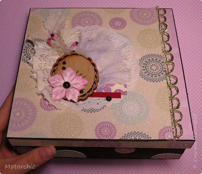 """На День Рождения подруги-рукодельницы решила ей подарить коробочку/шкатулку/сокровищницу для ее сокровищ (рукодельных или нет, - решать уже ей самой,в любом случае, для женщины шкатулка никогда лишней не будет). Разумеется, не пустую, я ее наполнила различными рукодельными """"сокровищами"""" =) фото 1"""