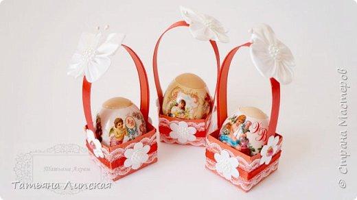 Всем привет! Я уже начала готовиться к Пасхе. Делюсь с вами способом оформления корзиночек для пасхальных яиц. Такие корзиночки могут украсить праздничный стол. Также в таких корзиночках яйца  можно дарить, ведь на Пасху есть обычай обмениваться яйцами, будем делать это красиво! :) фото 1