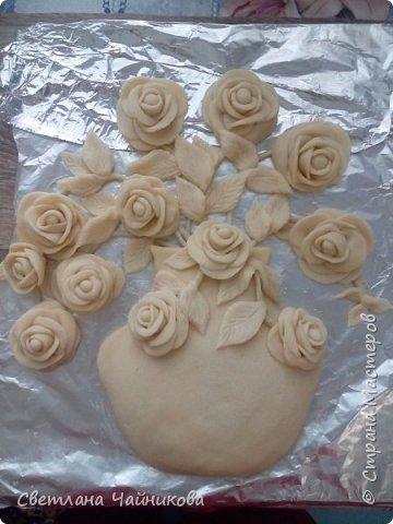 Почему так сладко пахнут розы, Принося сумятицу в сердца?  Аромат цветов рождает грезы,  Душу будоражит без конца. фото 4