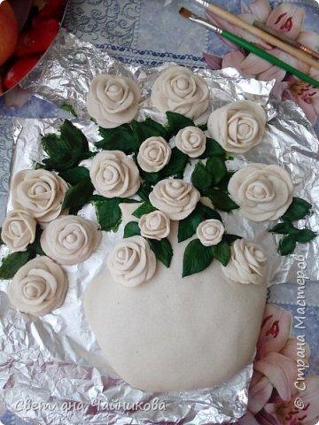 Почему так сладко пахнут розы, Принося сумятицу в сердца?  Аромат цветов рождает грезы,  Душу будоражит без конца. фото 5