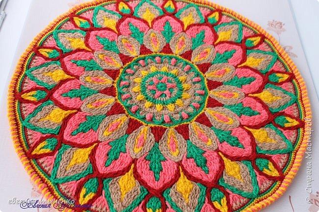 Здравствуйте любительницы рукаделия, представляю новый коврик , размер 70 см, нитки акрил, связан в технике Overlay Crochet