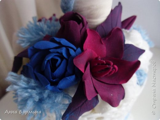 Осталась у меня глина красного и синего цвета. Налепила цветочков, листочков и смастерила вот такой топиарий. Высота 50 см. ширина кроны 20. На ваш суд. фото 2