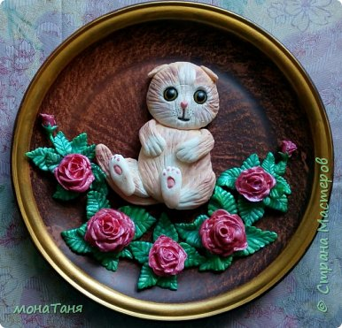 Котенок в розах фото 3