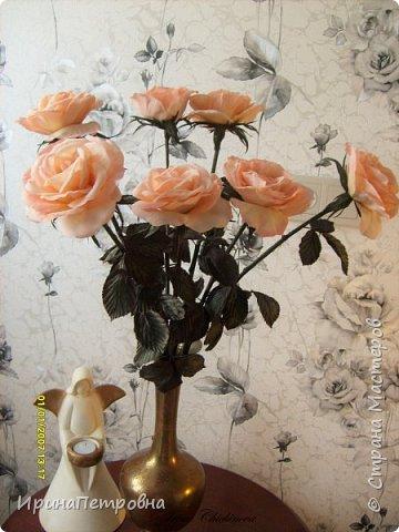 Розы из натуральной ткани, пропитанной желатином, тонированы и обработаны инструментами. фото 1