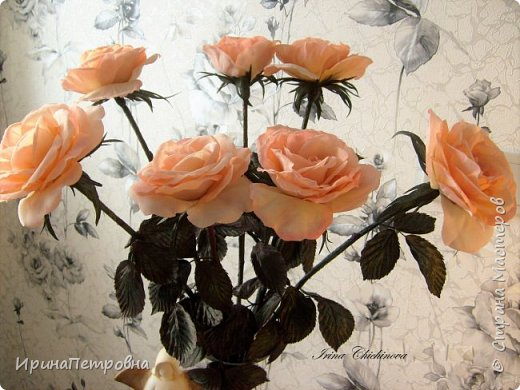 Розы из натуральной ткани, пропитанной желатином, тонированы и обработаны инструментами. фото 2