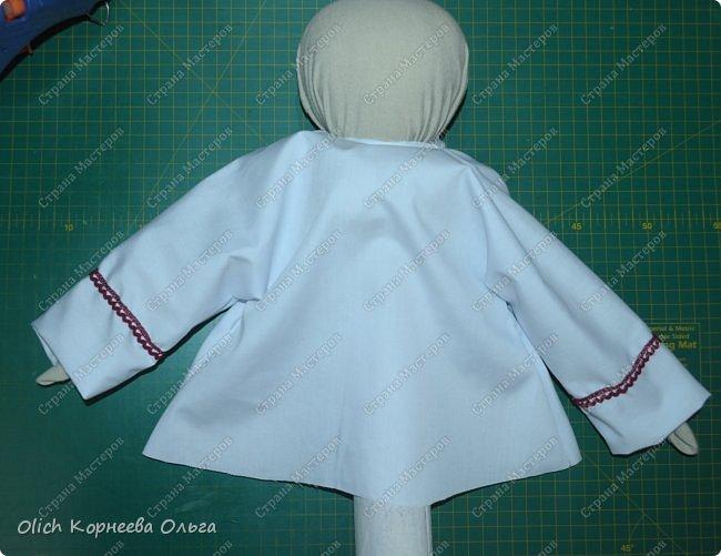 """Дорого дня! Представляем еще одну нашу работу к Пасхе. Это традиционная народная кукла """"Пасхальная"""". Конечно же нет именно такой куклы, с таким названием. Мы придумали ее сами, как и раньше в старину наши предки придумывали куколок. Просто выбрали яркие цвета для ее платья, обязательное присутствие красного цвета, ну и кулича. А так в принципе это самая обычная куколка. Кукла у нас получилась немаленькая более полуметра в высоту (55 см). Честно сказать мне больше нравится мастерить больших кукол. фото 33"""
