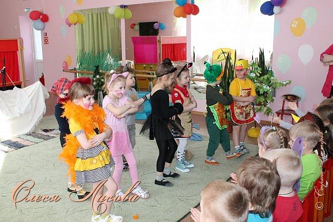 """Всем здравствуйте! Хочу поделиться с Вами своими эмоциями...они """"льются"""" через край....В детском саду, прошедшая неделя, была НЕДЕЛЯ ТЕАТРА. Дали задание родителям, чьи дети участвуют в спектаклях, подготовить костюм, согласно своим ролям. Мне с сыном выпала честь представлять роль МУРАВЬЯ из сказки Сутеева """"Под грибом""""...Да, хочу сказать, дело не из простого... как придумать, что сделать? Но, посидев и подумав, придумала вот такой костюм...Сшила брючки, кофтёнку, шапочку с усиками и получился муравьишка.... фото 9"""
