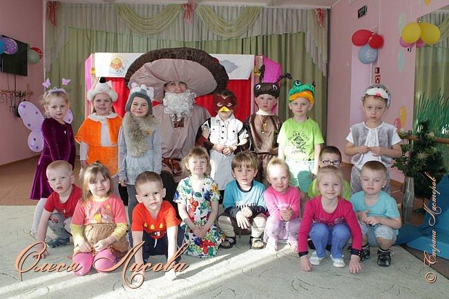 """Всем здравствуйте! Хочу поделиться с Вами своими эмоциями...они """"льются"""" через край....В детском саду, прошедшая неделя, была НЕДЕЛЯ ТЕАТРА. Дали задание родителям, чьи дети участвуют в спектаклях, подготовить костюм, согласно своим ролям. Мне с сыном выпала честь представлять роль МУРАВЬЯ из сказки Сутеева """"Под грибом""""...Да, хочу сказать, дело не из простого... как придумать, что сделать? Но, посидев и подумав, придумала вот такой костюм...Сшила брючки, кофтёнку, шапочку с усиками и получился муравьишка.... фото 8"""