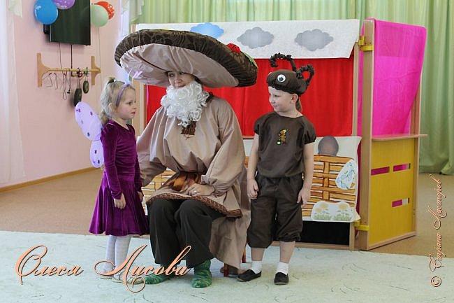 """Всем здравствуйте! Хочу поделиться с Вами своими эмоциями...они """"льются"""" через край....В детском саду, прошедшая неделя, была НЕДЕЛЯ ТЕАТРА. Дали задание родителям, чьи дети участвуют в спектаклях, подготовить костюм, согласно своим ролям. Мне с сыном выпала честь представлять роль МУРАВЬЯ из сказки Сутеева """"Под грибом""""...Да, хочу сказать, дело не из простого... как придумать, что сделать? Но, посидев и подумав, придумала вот такой костюм...Сшила брючки, кофтёнку, шапочку с усиками и получился муравьишка.... фото 4"""