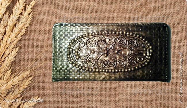 Дорогие мои друзья,добрый вечер!Сегодня я хочу вам показать продолжение своей работы с северо-кавказскими орнаментами.На этот раз они нанесены на кожаные блокноты. Все узоры выполнены по мотивам вышивок на национальных костюмах народов Северного Кавказа конца 19-начала 20 веков.Кстати,эти костюмы мало изменились с тех пор,и на свадьбах можно увидеть эти орнаменты на платьях невест-как здорово, что традиции бережно хранятся! фото 3