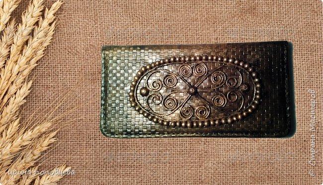 Дорогие мои друзья,добрый вечер!Сегодня я хочу вам показать продолжение своей работы с северо-кавказскими орнаментами.На этот раз они нанесены на кожаные блокноты. Все узоры выполнены по мотивам вышивок на национальных костюмах народов Северного Кавказа конца 19-начала 20 веков.Кстати,эти костюмы мало изменились с тех пор,и на свадьбах можно увидеть эти орнаменты на платьях невест-как здорово, что традиции бережно хранятся! фото 5