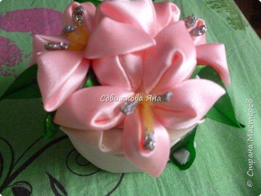 Привет, жители Страны! Я хотела бы представить вам мою шкатулку, украшенную цветами  канзаши фото 2