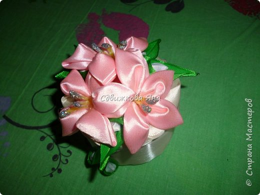 Привет, жители Страны! Я хотела бы представить вам мою шкатулку, украшенную цветами  канзаши фото 6