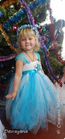 """Такое вот платье пошила/связала доче на утренник. Лиф - вязанный из акрила, низ фатин - украшен паетками и первый мой опыт канзаши - снежинка, веночек сделала из """"сахарных"""" ягодок. фото 1"""