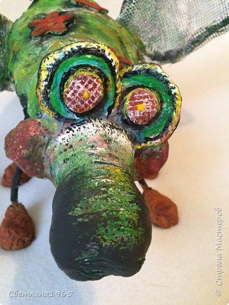 Приветствую всех!!!Увидела муху замечательного мастера  Lianamur ,и захотелось сделать себе  в сад подобное!!!Копировать  совсем не сталада и не смогу  (у неё красавица муха ),сделала своё,получился мухосвин,этакий мутант.Бутылка ,облепленная массой из яичных лотков фото 3