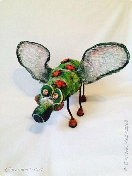 Приветствую всех!!!Увидела муху замечательного мастера  Lianamur ,и захотелось сделать себе  в сад подобное!!!Копировать  совсем не сталада и не смогу  (у неё красавица муха ),сделала своё,получился мухосвин,этакий мутант.Бутылка ,облепленная массой из яичных лотков фото 1