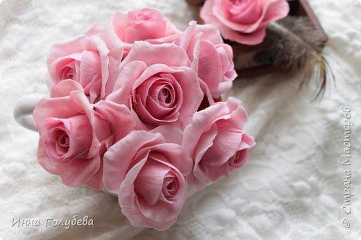 Поступил мне заказ на оформление плетеного сердца розами и ягодками для свадебного салона.От меня розы и ягодки,заказчик оформляет сам,потому как в другом городе. И листья будут из ткани,так что мне не пришлось их лепить.Я в корзиночку все поставила,чтобы отфоткать. Роз кстати надо 50 штук,здесь пока 40) фото 4