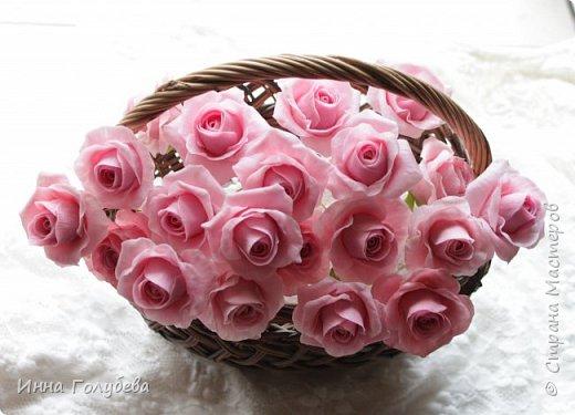 Поступил мне заказ на оформление плетеного сердца розами и ягодками для свадебного салона.От меня розы и ягодки,заказчик оформляет сам,потому как в другом городе. И листья будут из ткани,так что мне не пришлось их лепить.Я в корзиночку все поставила,чтобы отфоткать. Роз кстати надо 50 штук,здесь пока 40) фото 5