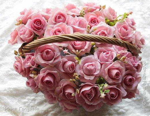 Поступил мне заказ на оформление плетеного сердца розами и ягодками для свадебного салона.От меня розы и ягодки,заказчик оформляет сам,потому как в другом городе. И листья будут из ткани,так что мне не пришлось их лепить.Я в корзиночку все поставила,чтобы отфоткать. Роз кстати надо 50 штук,здесь пока 40) фото 11